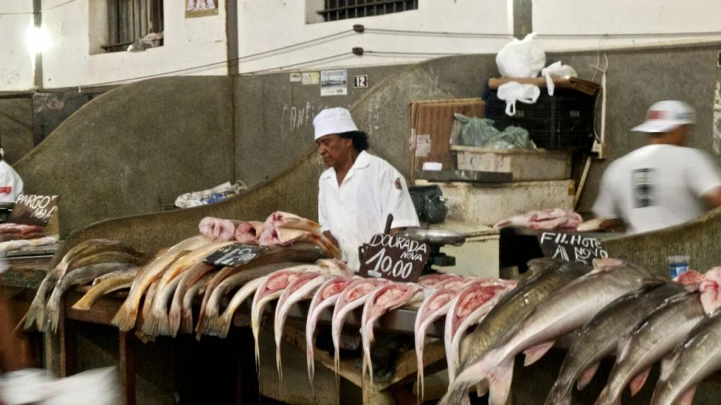 Visverkopers op de markt in Belem